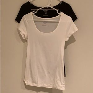 Old navy dual color u neck tee.